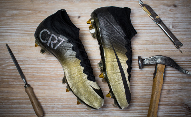nike-cristiano-ronaldo-with-mercurial-cr7-rare-gold-07