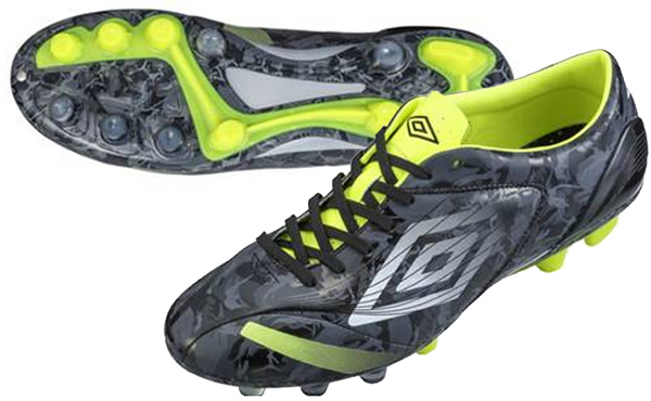 umbro-agileed-black-01